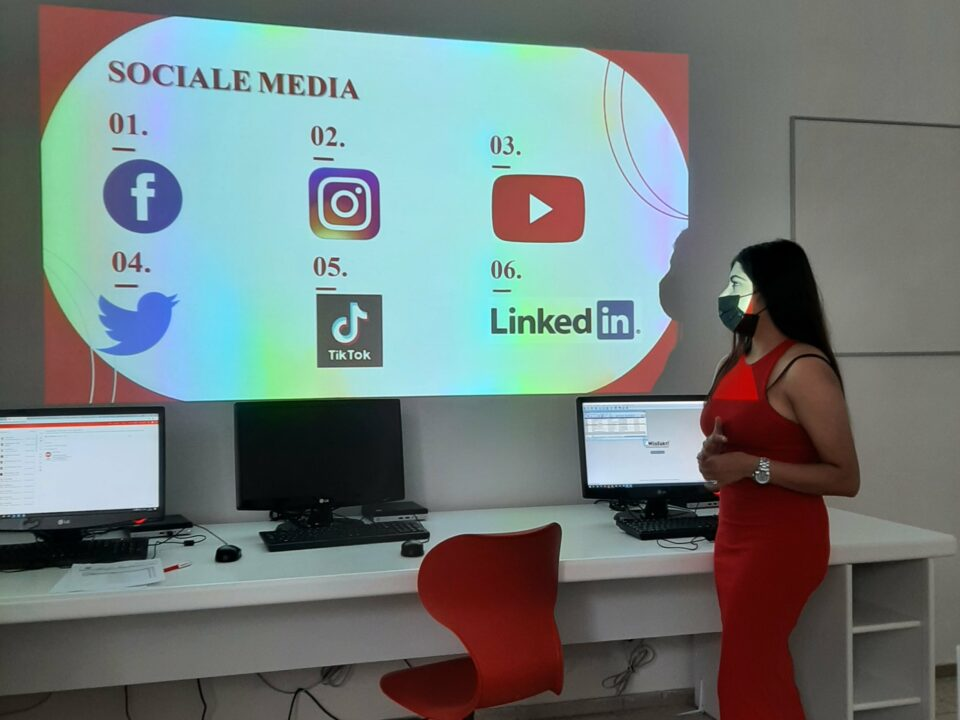 6kan Socialemedia (3) Min